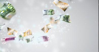 Курс евро опустился ниже 60 рублей и обновил минимум с июля 2015 года