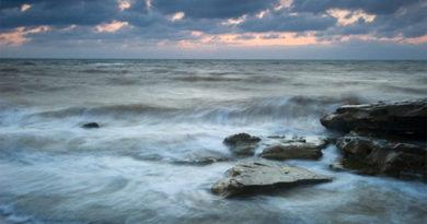Найдено тело третьего рыбака с перевернувшейся в Крыму лодки
