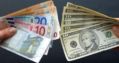 Официальный курс евро на среду снизился до 61,2 рубля