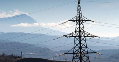Сильный ветер оставил без света 8 сел в Крыму