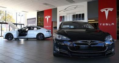 Tesla начнет серийный выпуск нового электромобиля Model 3 в сентябре