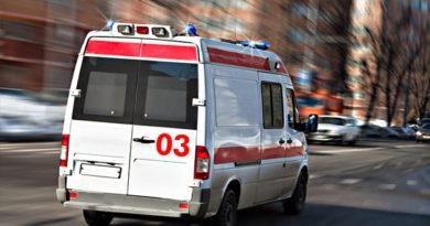 """В Крыму иномарка """"вылетела"""" в кювет: пострадали двое взрослых и годовалый малыш"""