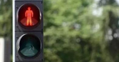 """В Симферополе иномарка сбила пешехода, переходившего дорогу на """"красный"""""""