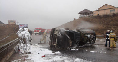 В Симферополе перевернулся и загорелся бензовоз: объездная перекрыта