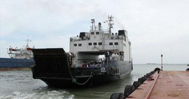 Водителей грузовиков просят пока не ездить через Керченскую переправу