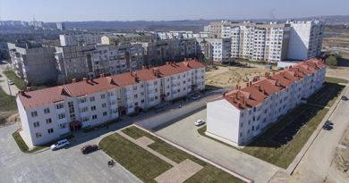 Аксенов проинспектировал новые дома для переселенцев из зоны строительства моста в Крым