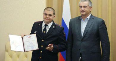 Аксёнов вручил награды по случаю третьей годовщины Крымской весны