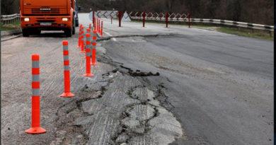 Правительство Севастополя планирует объявить режим ЧС из-за крупного оползня на автодороге в Симферополь