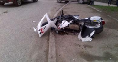 В Симферополе одна легковушка попала под фуру, а вторая сбила мотоциклиста