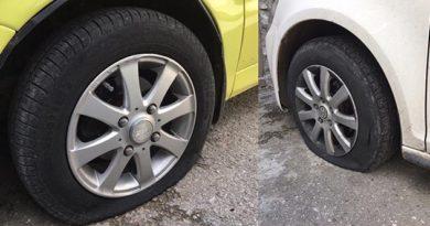 В Ялте разыскивают хулигана, порезавших колеса на двух автомобилях