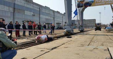 Владивостокский богатырь в честь Крыма сдвинул с места 312-тонный кран