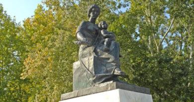 Феодосийские власти планируют благоустроить городской сквер Матери и ребенка
