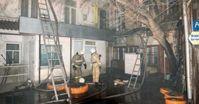 Ночью в центре Симферополя горел двухэтажный дом