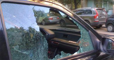 Пьяный симферополец камнем разбил машину ненавистной соседки