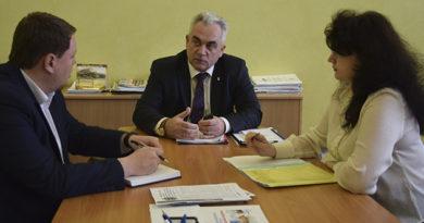 В администрации города обсудили вопросы борьбы с незаконно размещёнными торговыми объектами
