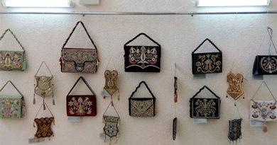 В Центральной библиотеке Крыма открылась выставка изделий крымскотатарского шитья