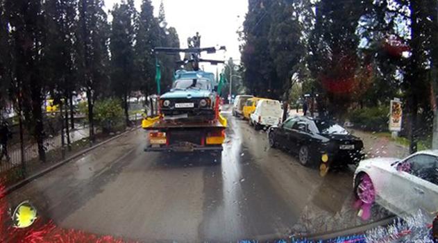 В Ялте тариф на эвакуацию автомобиля составляет 2300 рублей