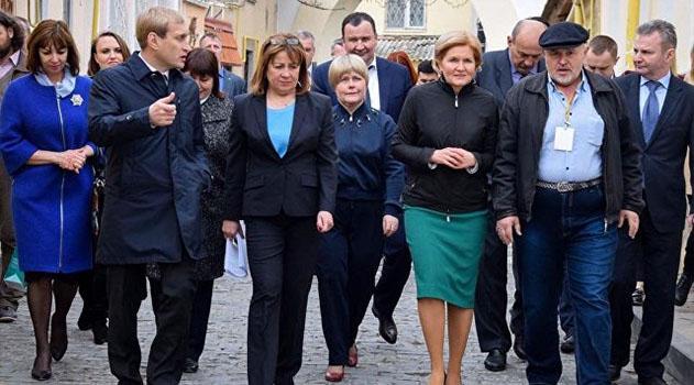 Вице-премьеру РФ в Евпатории показали проблемные соцобъекты и местные достопримечательности