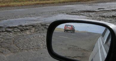 Власти Крыма запустят сайт, куда автомобилисты смогут пожаловаться на ямы