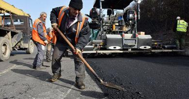 Ямы на крымских дорогах будут заделывать кислотным щебнем из Лозового