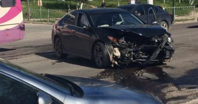 Аварийная среда в Симферополе: машины сталкивались, падали и создавали большие пробки