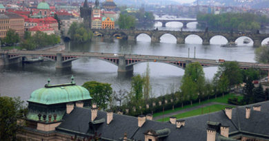 Чешские политики приглашают в Прагу делегатов из Крыма