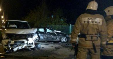 Двое пассажиров и 18-летняя водитель Mersedes пострадали в столкновении с джипом в Евпатории