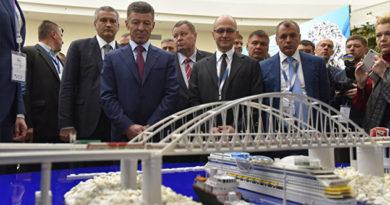 Глава Крыма презентовал вице-премьеру РФ Дмитрию Козаку инвестпроекты, представленные на ЯМЭФ