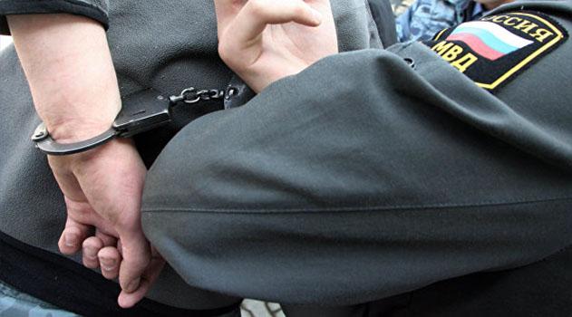 И носки поверх обуви: в Джанкое задержали граждан, укравших 1,2 млн руб и фототехнику