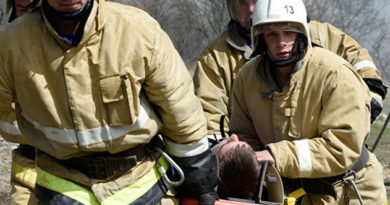 Спасатели вынесли двоих мужчин из горящего дома в Красногвардейском районе