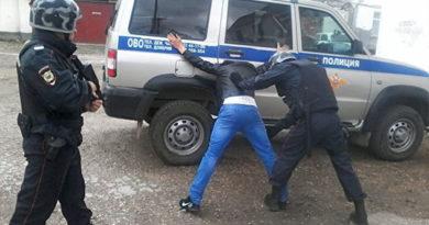 В Крыму задержали выпившего мужчину, который угрожал гражданину муляжом пистолета
