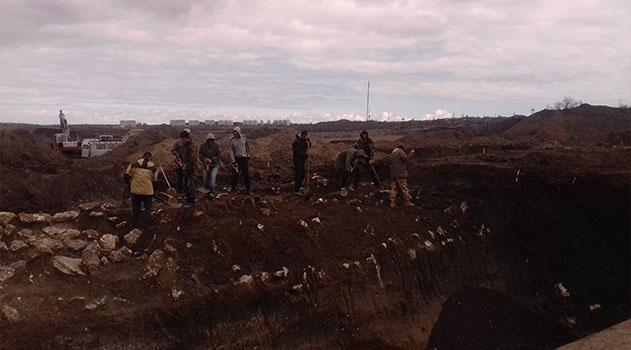 В зоне строительства автоподхода к мосту в Крым нашли античный вал и некрополь