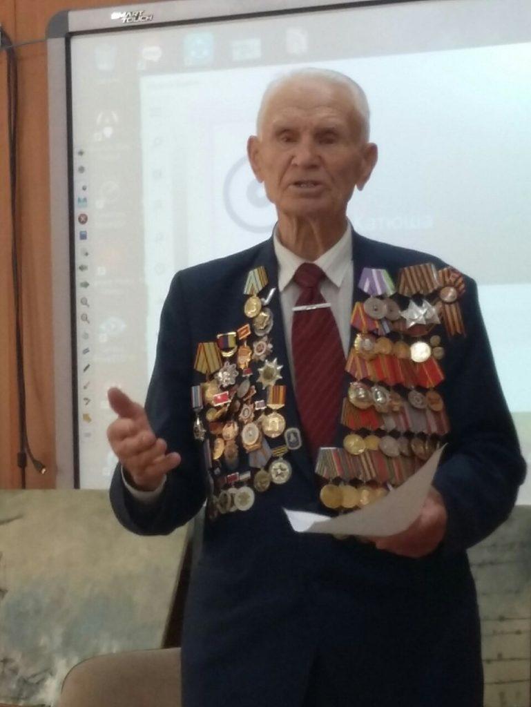 """Активисты ОНФ провели """"уроки Победы"""" в школах Симферополя"""