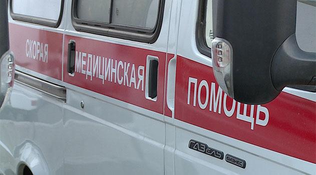 У водителя внедорожника диагностирована закрытая черепно-мозговая травма, сотрясение головного мозга. У пассажира авто Toyota травма головы, сотрясение, ушиб поясничной области позвоночника, тупая травма живота. РИА Крым: http://crimea.ria.ru/society/20170629/1110971848.html