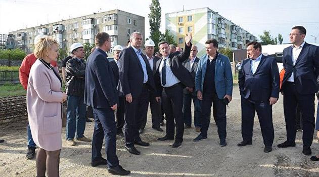 Аксенов поручил привести в порядок прибрежную зону Керчи