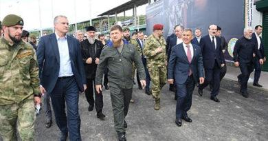 Аксенов посетил учебный центр спецназа в Чечне