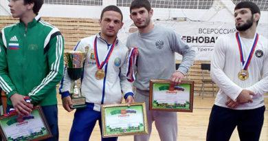 Крымчане завоевали три медали на чемпионате ЮФО по греко-римской борьбе