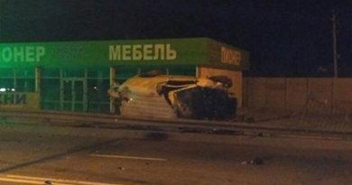 Микроавтобус на трассе Симферополь-Ялта врезался в столб – водитель погиб