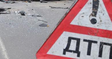 Один человек погиб при столкновении автомобиля с опорой троллейбусной линии
