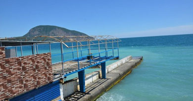 Пляжи Гурзуфа готовят к курортному сезону