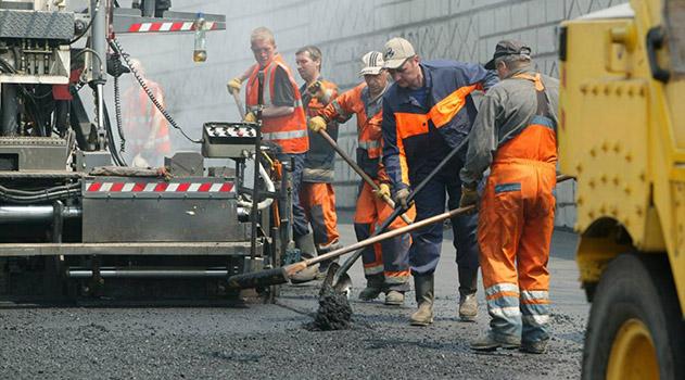 Подрядчик, ремонтировавший дороги в Симферополе, задолжал своим рабочим почти 10 млн. рублей