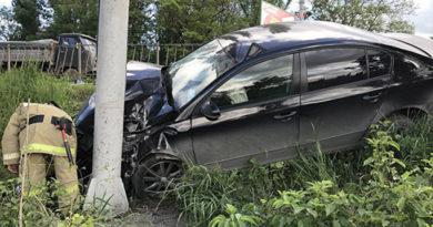 При столкновении иномарок на трассе в Крыму пострадали два человека
