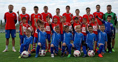 Сборная Крыма в рамках учебного занятия провела мастер-класс для юных футболистов