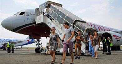 Цена авиаперелета в Крым влияет на снижение турпотока в регион - Ломидзе