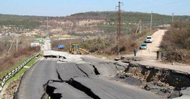 В Севастополе начали восстанавливать разрушенный оползнем участок трассы