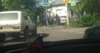 """В Симферополе """"Жигули"""" врезались в жилой дом"""