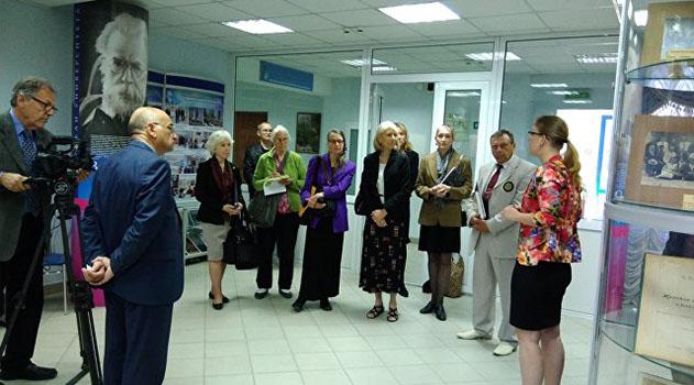 В Симферополе музей КФУ посетили американские общественники