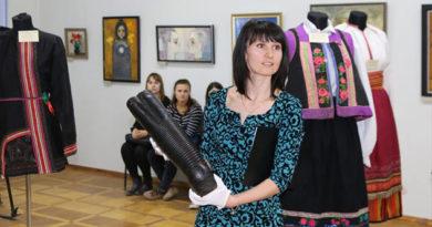 В Симферополе открыли выставку русских костюмов стоимостью 750 тыс. руб