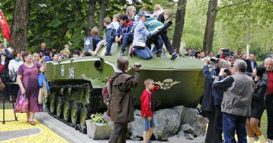 В Симферополе появился новый памятник, посвященный 72-летию Победы