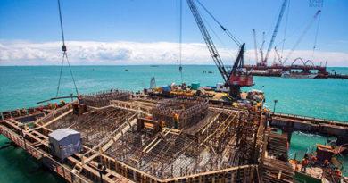 В августе фарватерные опоры смогут принять судоходные арки моста в Крым – Ротенберг